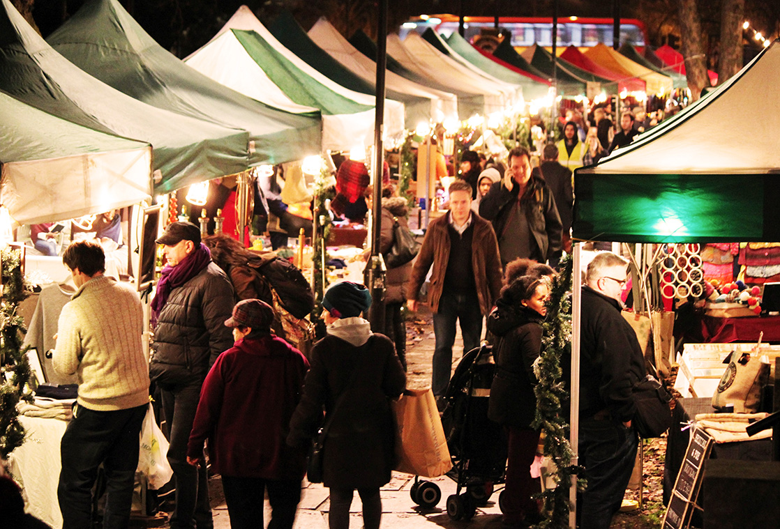 Oval Christmas Market